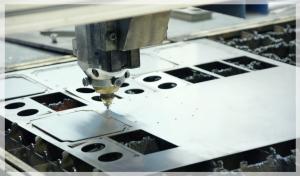Machine cutting metal aluminum